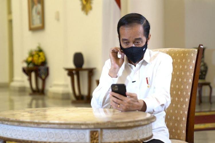 Jokowi Dengarkan Curhatan Perawat yang Pulang Sebulan Sekali