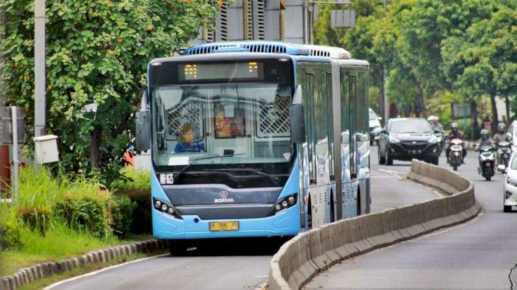 Viral Aksi Pemotor Terobos Jalur Khusus Busway, Ini Respon TransJakarta