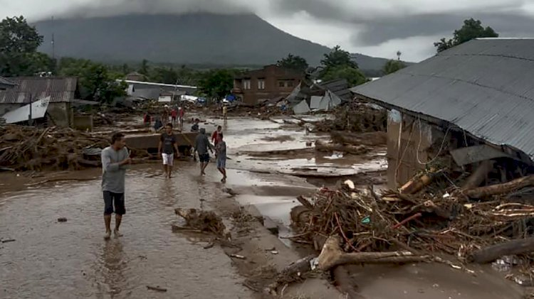 Banjir Bandang Melanda Flores Timur, Proses Evakuasi Alami Kendala