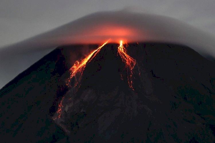 Tercatat Gunung Merapi Alami Erupsi 3 Kali Pagi Ini